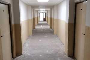 Rekonstrukce podlahové krytiny - spojovacích chodeb (3x podlaží) - PČR Lišov